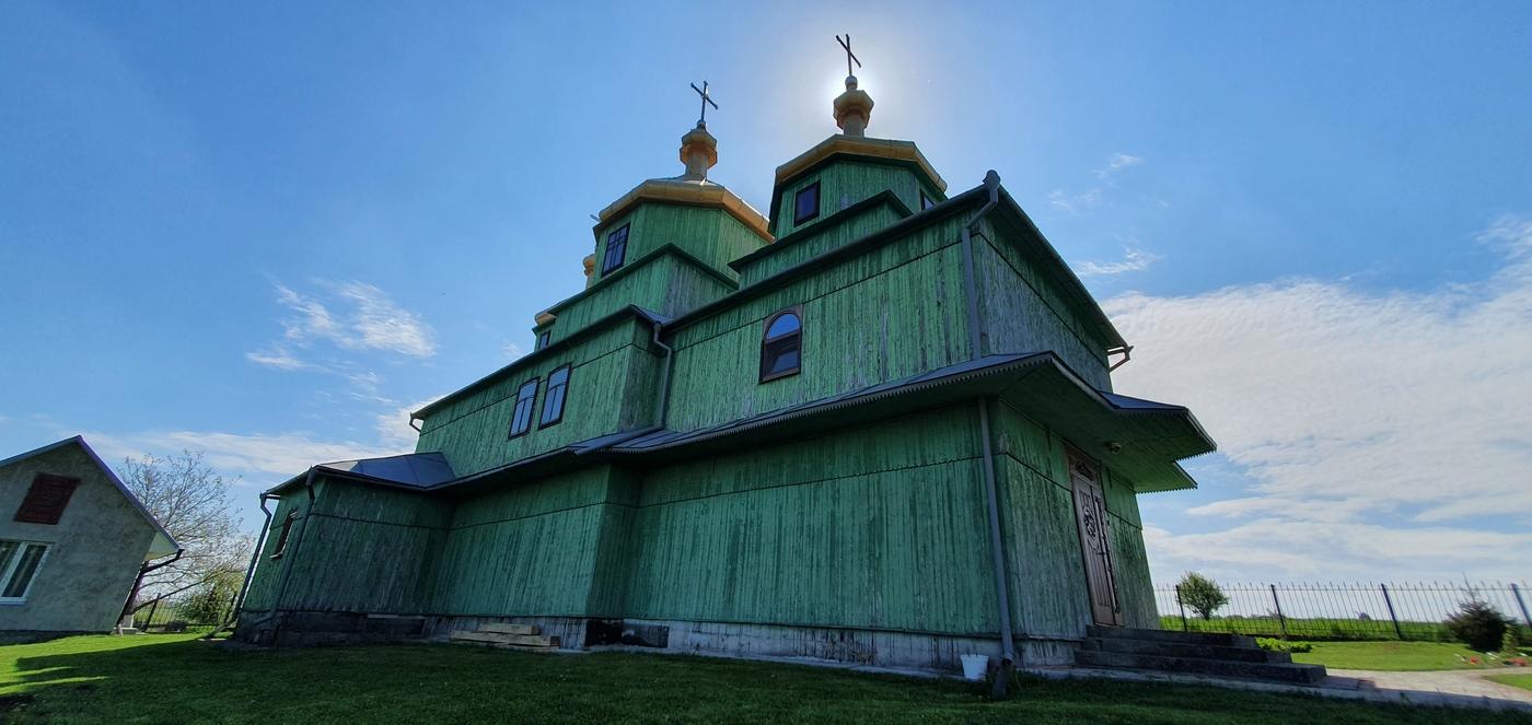 дерев'яна церква Покрови Пресвятої Богородиці у Шмиткові (Гута) - відреставрована у 1992 році