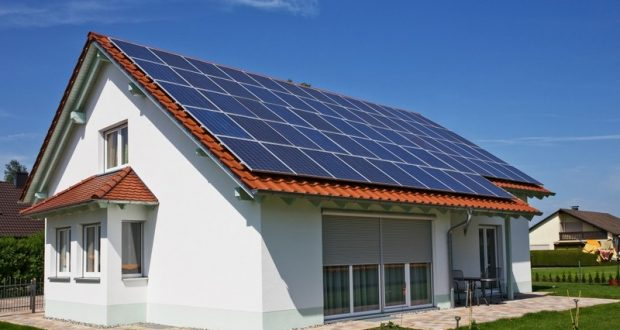 Дом с солнечными батареями