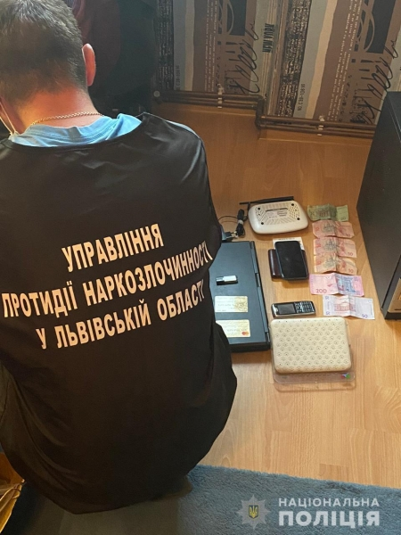 Поліцейські припинили діяльність злочинної групи з розповсюдження наркотиків на Сокальщині
