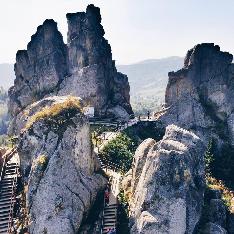 У Сколівському районі залишилися наскельний оборонний комплекс Тустань