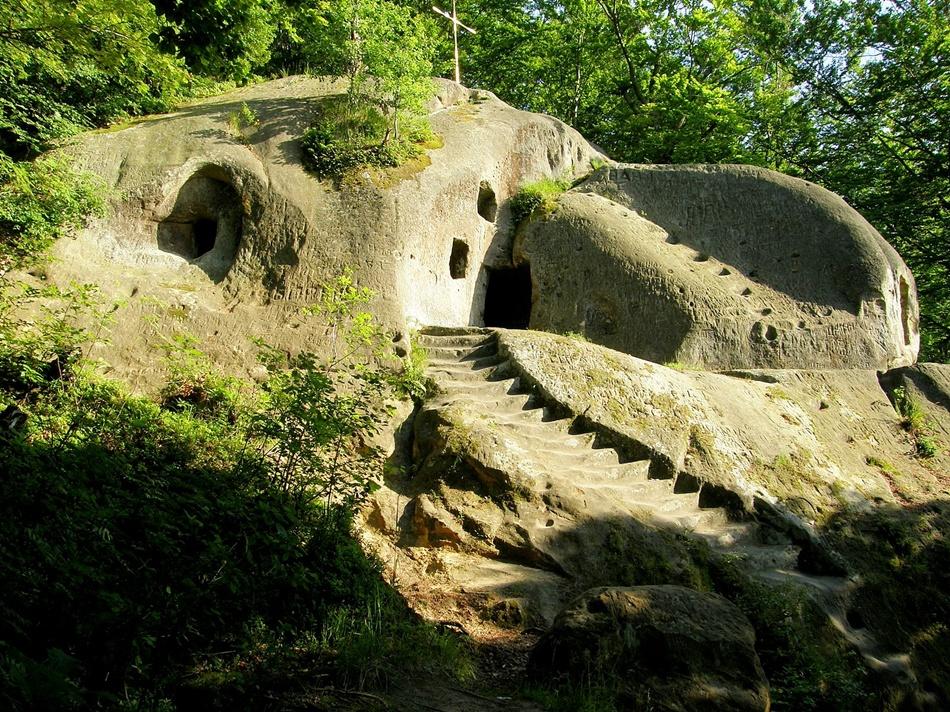 Печерний монастир біля села Розгірче