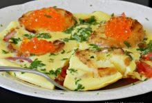 Омлет з грінками і червоною ікрою - рецепт приготування
