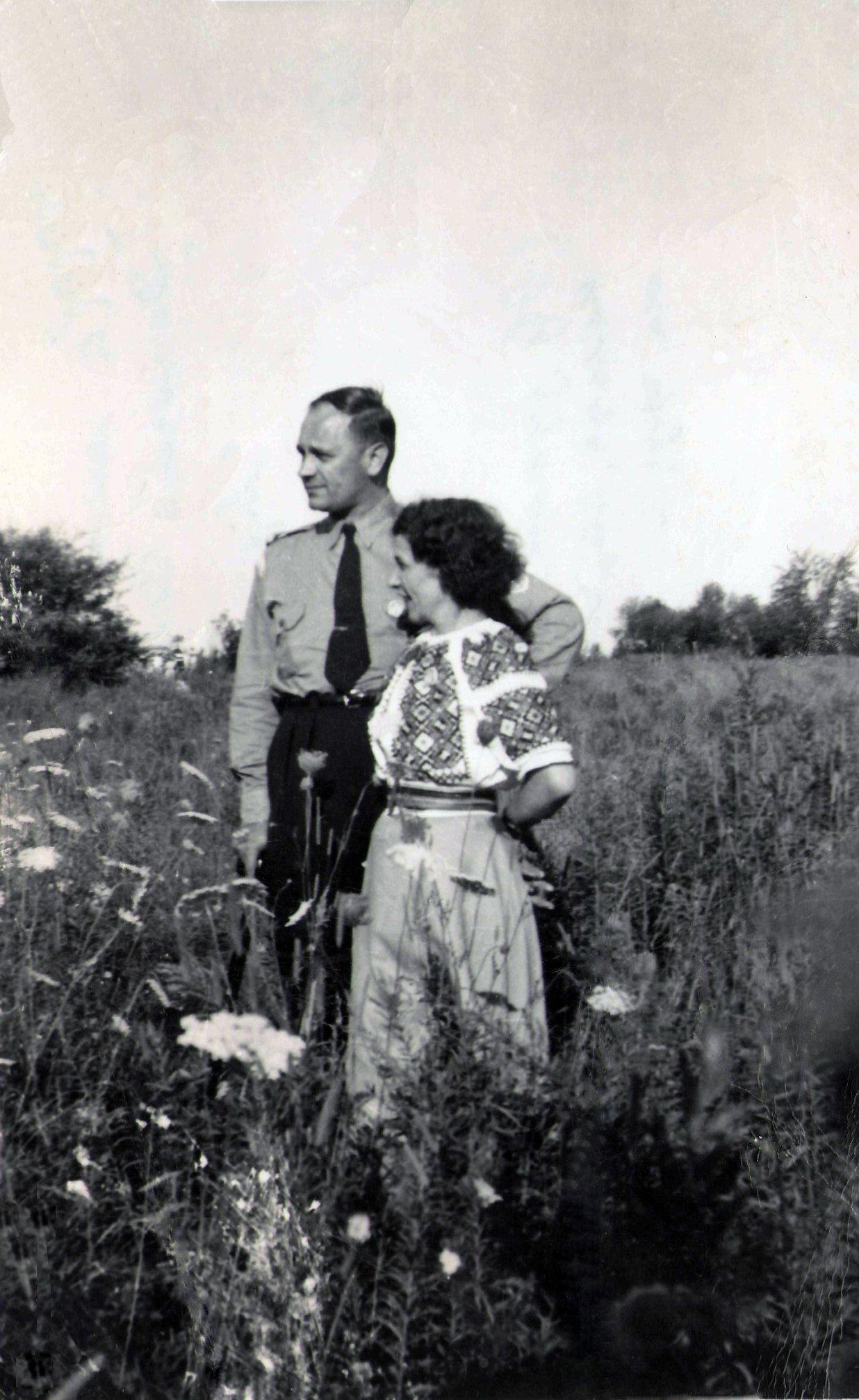 На милу пам'ятку Дорогій сестричці Марії від Тереси і Володимира з Канади. 1956 р.