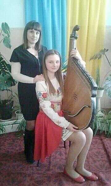 Росаловська Христина (бандура) та Галина Семенчук